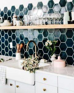 Crédence en céramique verte de forme hexagonale
