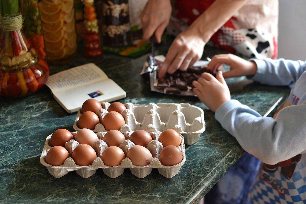 Rendre son enfant plus autonome dans la cuisine