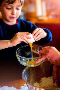 Faire la cuisine avec son enfant, rien de plus facile